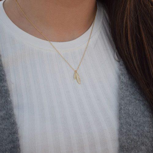 collar pluma oro